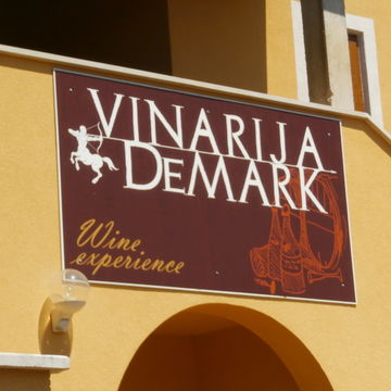 Vina Demark